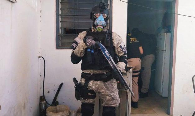 FPA sorprendió a dos sujetos mientras entregaban drogas en Villa Carlos Paz